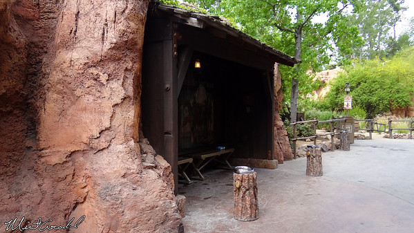 Disneyland Resort, Disneyland, Frontierland, Smoking, Section