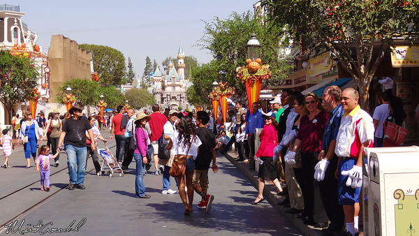 Disneyland Resort, Disneyland, Main Street U.S.A., Cast Member, High Five
