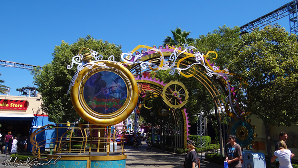 Disneyland Resort, Disney California Adventure, Hollywoodland, Mad T Party, Halloween Time