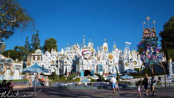 Disneyland Resort, Disneyland, it's a small world, Small World, Holiday
