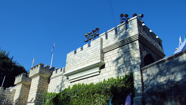 Disneyland Resort, Disneyland, Fantasyland, Safety, Rails, Castle Wall