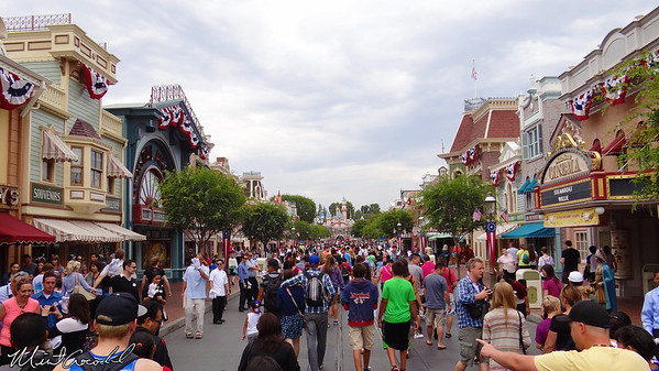 Disneyland Resort, Disneyland, Main Street U.S.A., Waving
