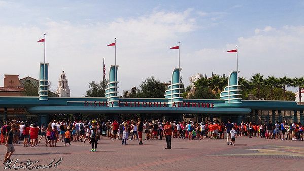 Disneyland Resort, Main Entrance Plaza, Esplanade