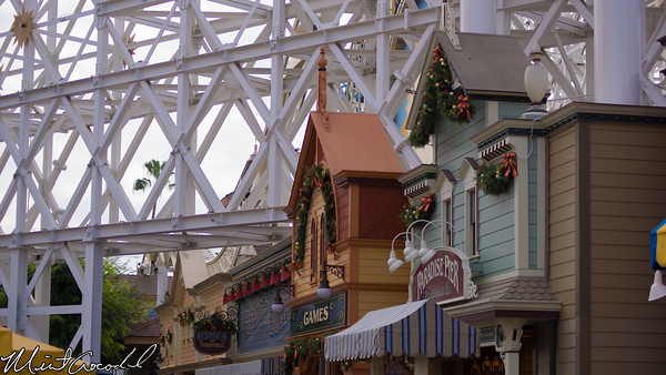 Disneyland Resort, Disney California Adventure, Paradise Pier, Christmas, Garland