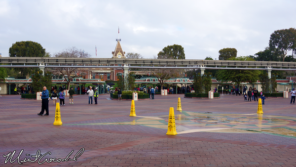 Disneyland Resort, Main Entry Plaza, Esplanade