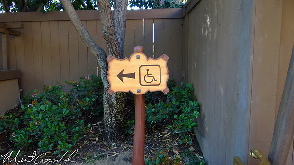 Disneyland, Fantasyland Theatre, Wheelchair signs