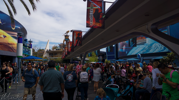 Disneyland Resort, Disneyland, Tomorrowland, Crowded