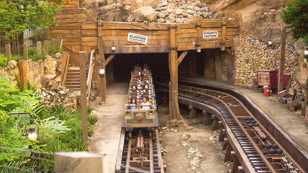 Hong, Kong, Disneyland, Grizzly, Gulch, Big, Grizzly, Runaway, Mine, Train, Carv