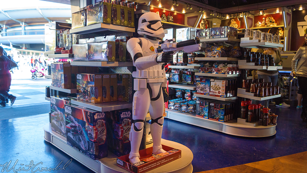 Disneyland Resort, Disneyland60, Christmas, Time, Disneyland, Tomorrowland, Star, Trader, Gun, Stormtropper, Storm, Tropper