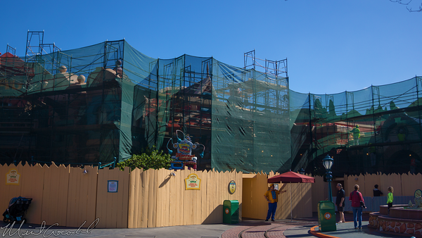 Disneyland Resort, Disneyland, Mickey, Toon, Town, ToonTown, Refurbish, Refurbishment, Refurb, Paint, Scaffolding