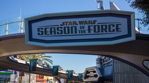 Disneyland Resort, Disneyland60, Christmas, Time, Disneyland, Tomorrowland, Star, Wars, Season, Of, The, Force, Galactic, Grill, Hyper, Space, Mountain, Expo, Center, Theater, Theatre, Jedi